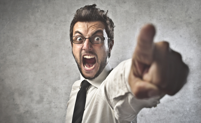 3 SIGNS YOU'RE A CRAPPY LEADER